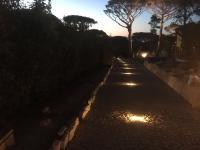 Réalisation d'un éclairage en balisage dans des pavés à St-Tropez par votre électricien